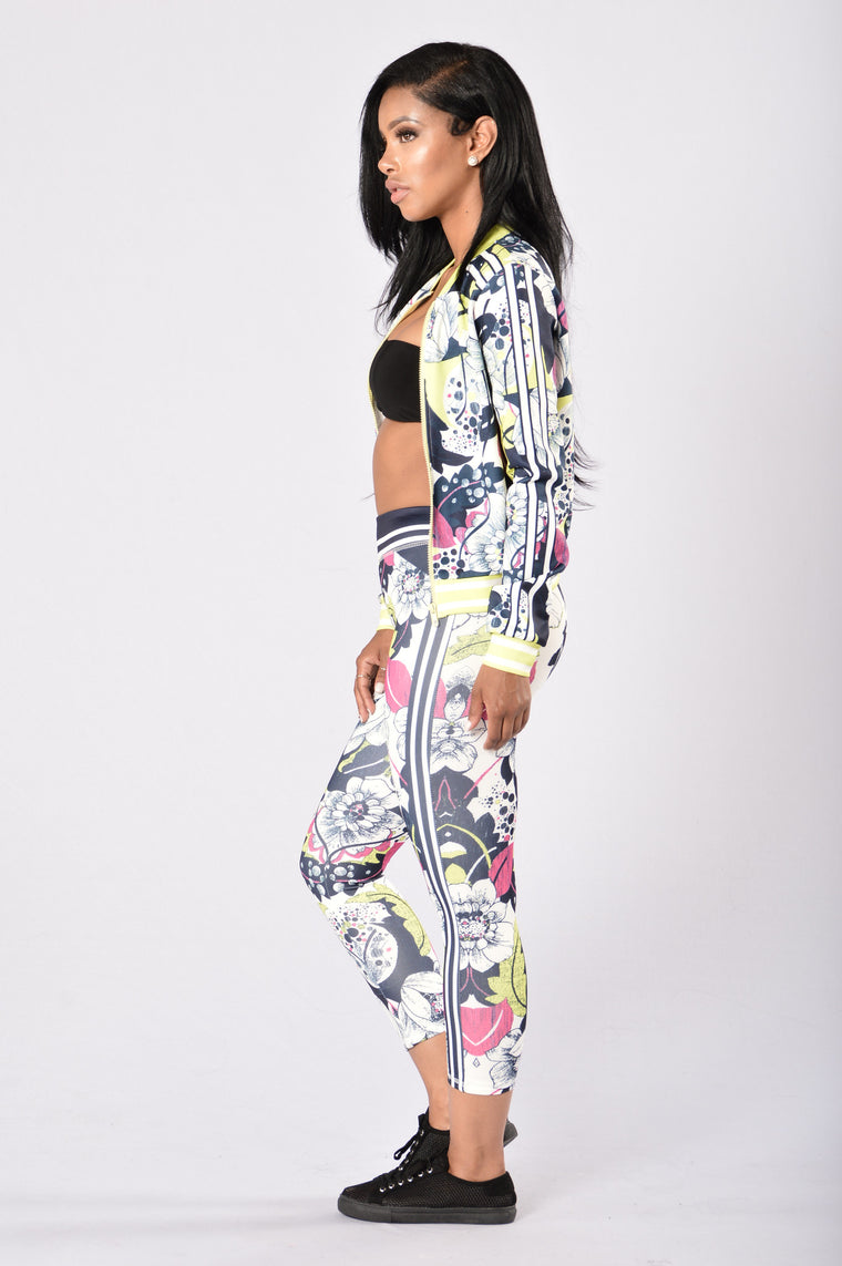 Run The Game Cropped Leggings - Navy/Lime