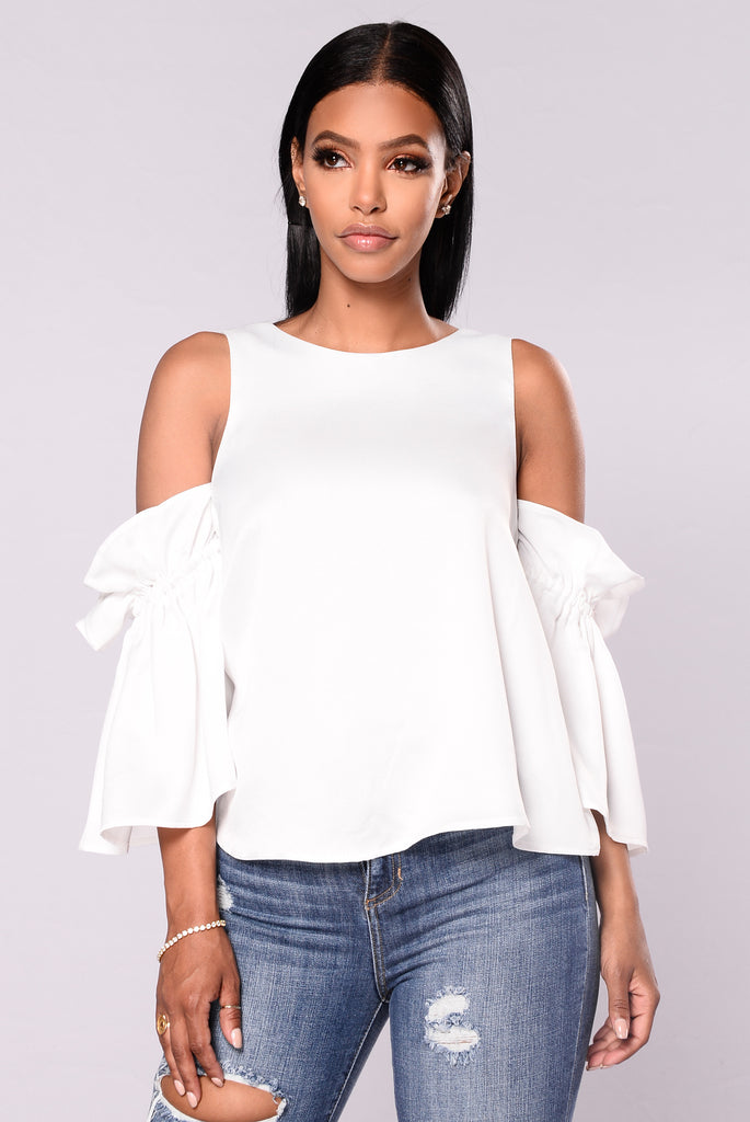 Frequency Cold Shoulder Top - Ivory