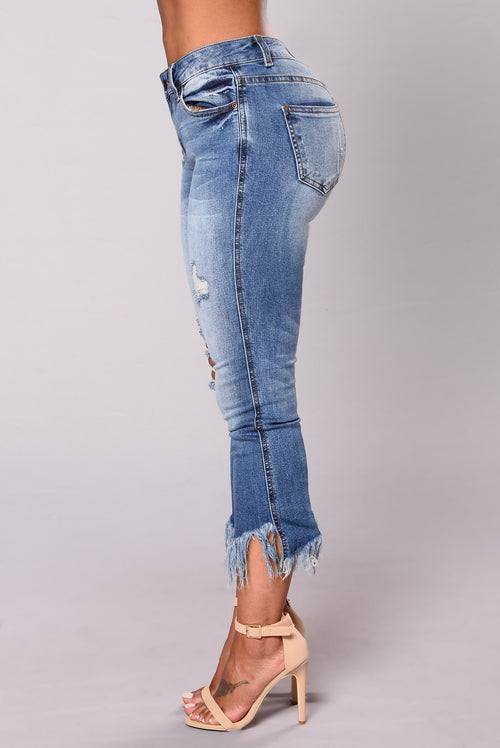 You Need These Frayed Jeans - Medium Wash