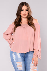 Going On Vacay Off Shoulder Top - Mauve