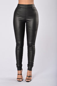 Slicker Than An Oil Spill Leggings - Black