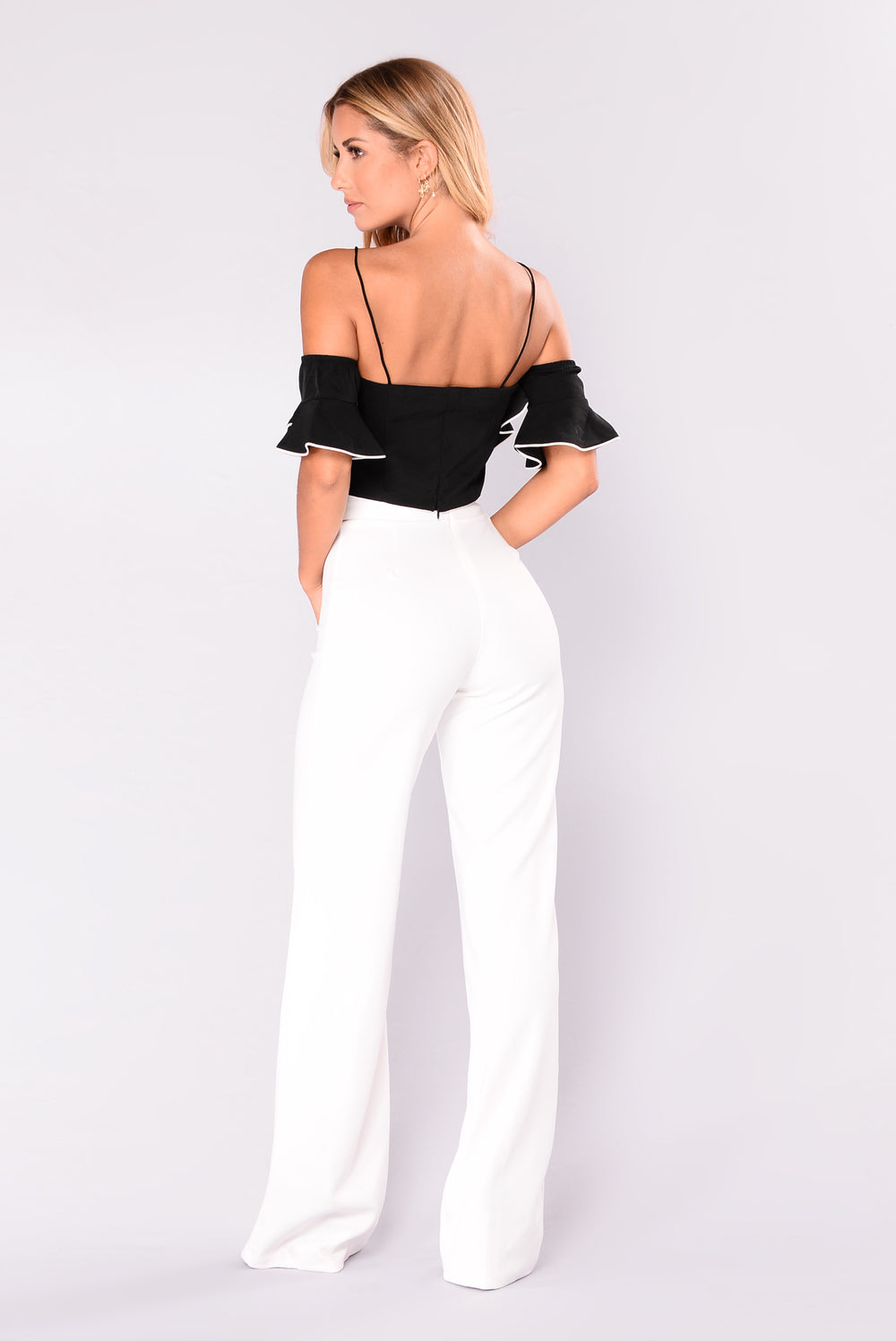 Flare + Wide-Leg Jeans Forever 21 is the authority on fashion & the go-to retailer for the latest trends, must-have styles & the hottest deals. Shop dresses, tops, tees, leggings & more.