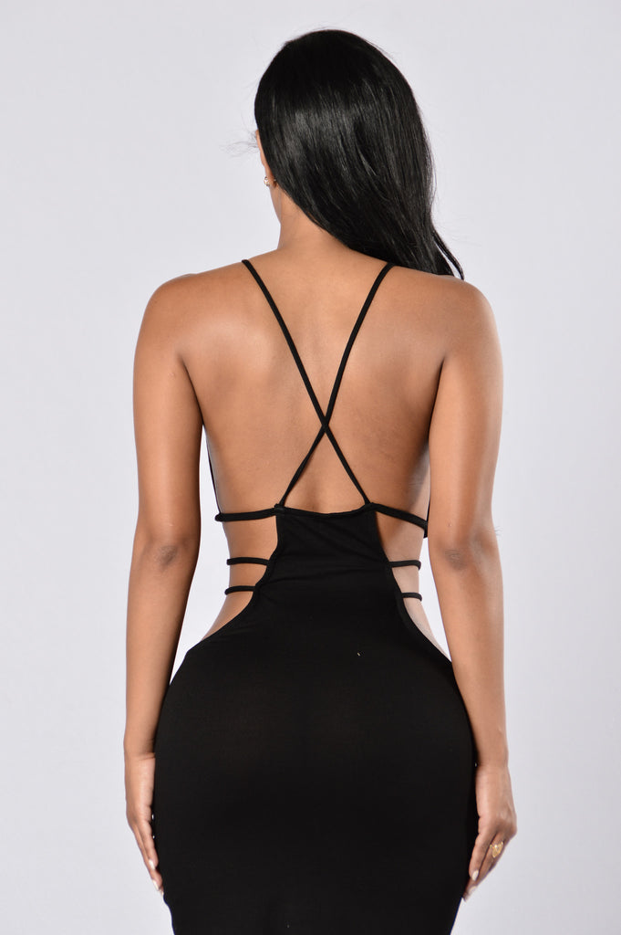 Hanging From A String Dress - Black