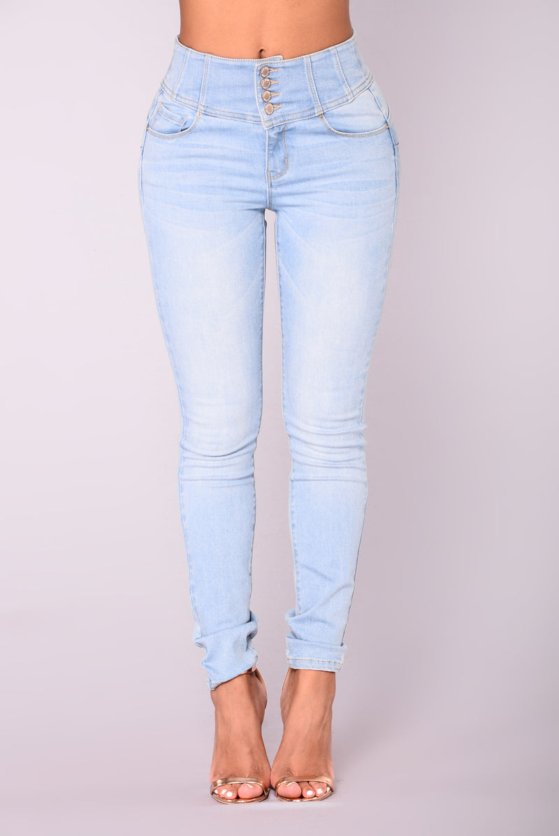 Keep Dreaming Booty Shaping Jeans - Light Blue