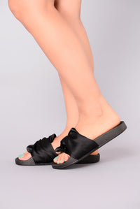 Lilia Knot Slider - Black