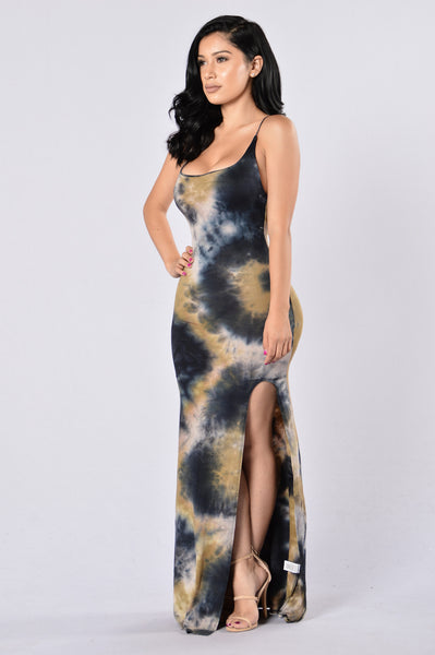 Always On A Trip Dress - Black/Gold
