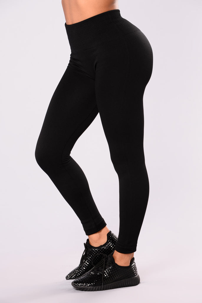 The $13 leggings by Sejora that have nearly five-star reviews. From the high-waisted silhouette to the compression feature and fleece-lined fabric (ideal for cold weather), the affordable leggings are garnering great feedback.