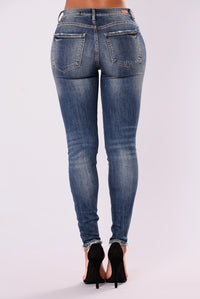 Good Gossip Skinny Jeans - Medium Blue Wash