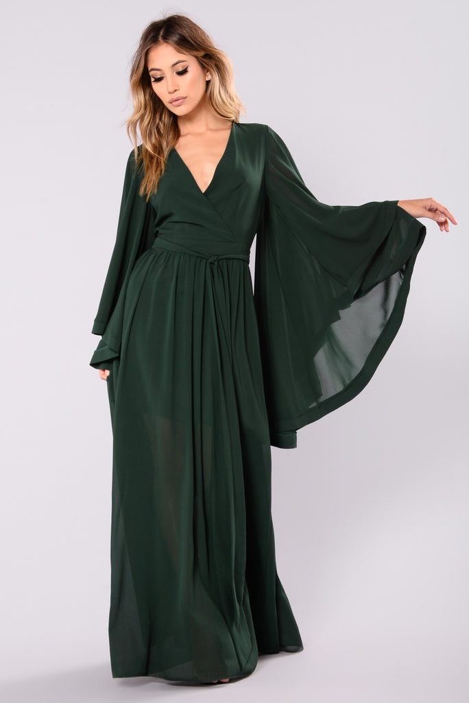 This is a lovely green colored dress. It is a maxi dress that is pleated and it has a look of nature about it. The dress just flows and looks very natural too because of the coloring of it.