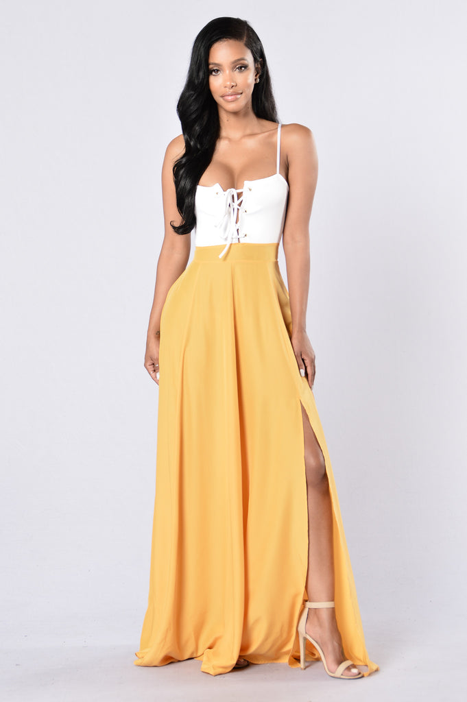 Never Chase Dress - White/Mustard