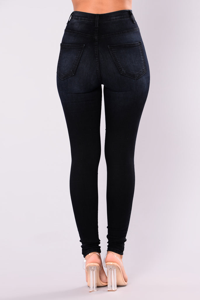 Shop high-waisted skinny jeans from Banana Republic today. High waist skinny jeans pair vintage looks with modern taste. Choose from a diverse collection, including classic blue washes, ravishing black designs, and even white denim that's perfect for a late spring stroll through the park.
