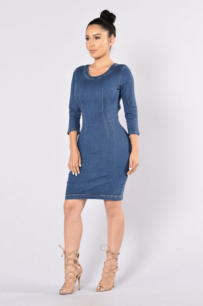 She's a 10 Dress - Medium Wash