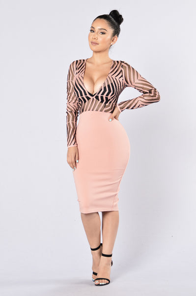 Ahead Of The Curve Dress - Mauve