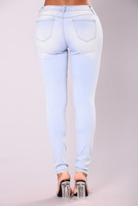Impossible Not To Notice Skinny Jeans - Light Blue