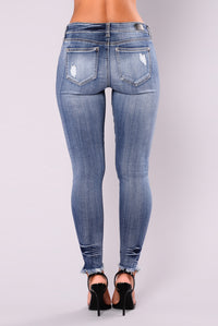 Catch Of The Day Ankle Jeans - Medium Blue Wash