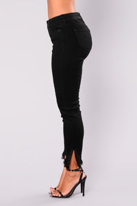With The Band Grommet Jeans - Black