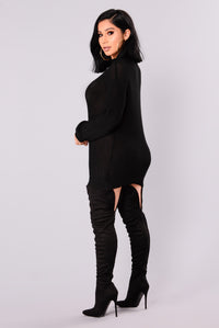 Queen Of Winter Sweater - Black