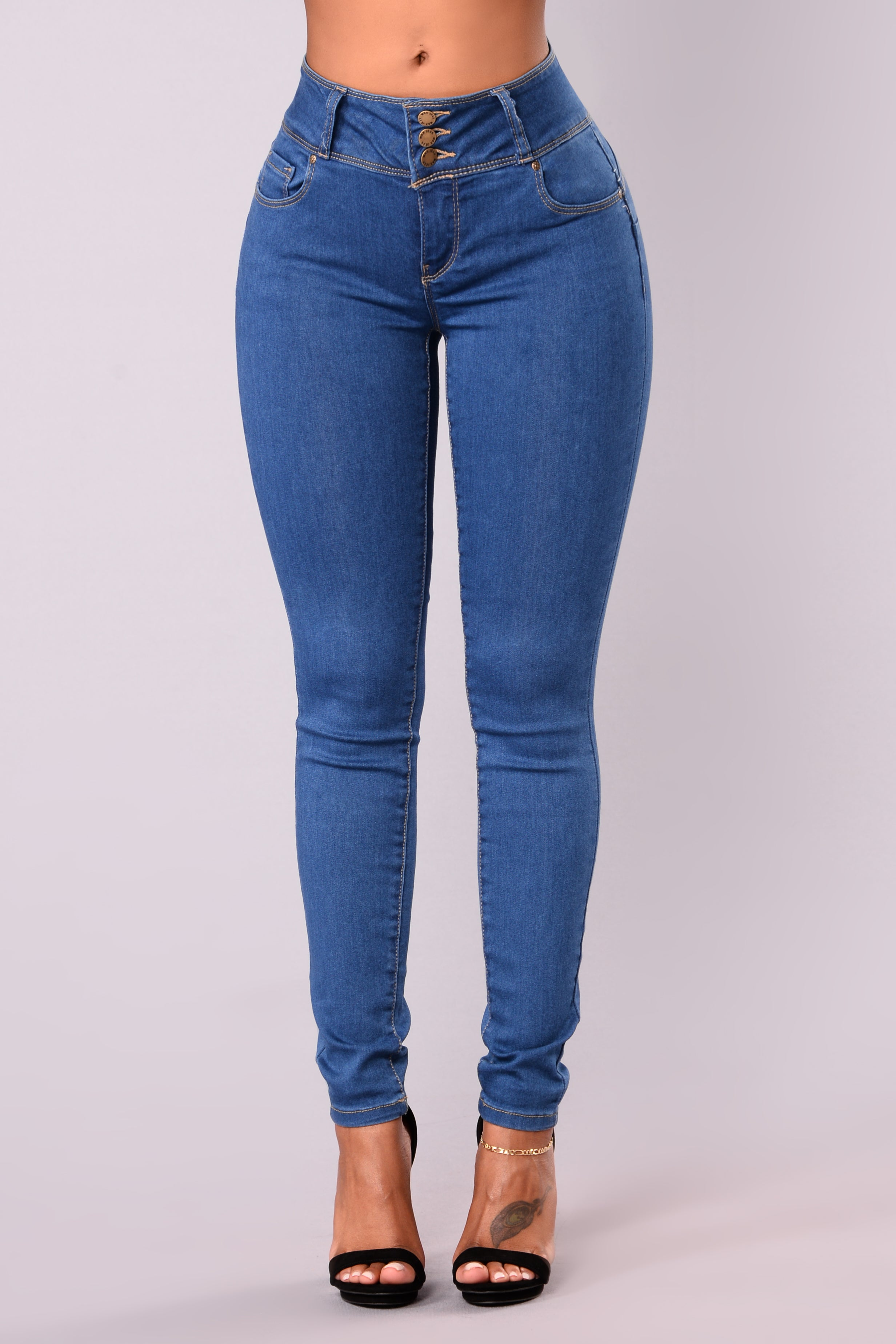 Round Of Applause Booty Shaped Jeans Medium