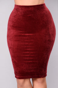 Noted Velvet Ribbed Skirt - Burgundy