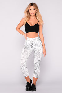 Cracked Marble Active Leggings - White/Black