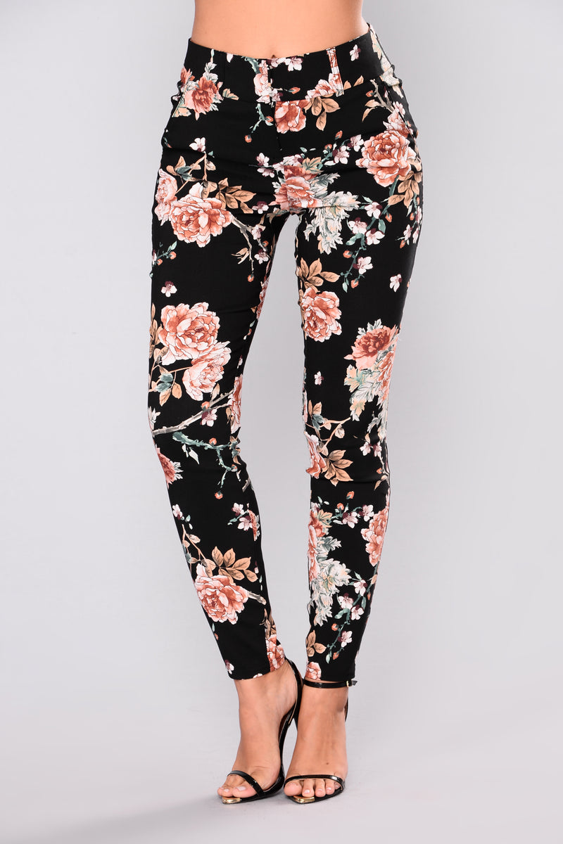 Keep it bright and floral. I would like to show you this year's trend called floral print trousers that is going to be popular, as we see many ladies and women wearing them the streets.
