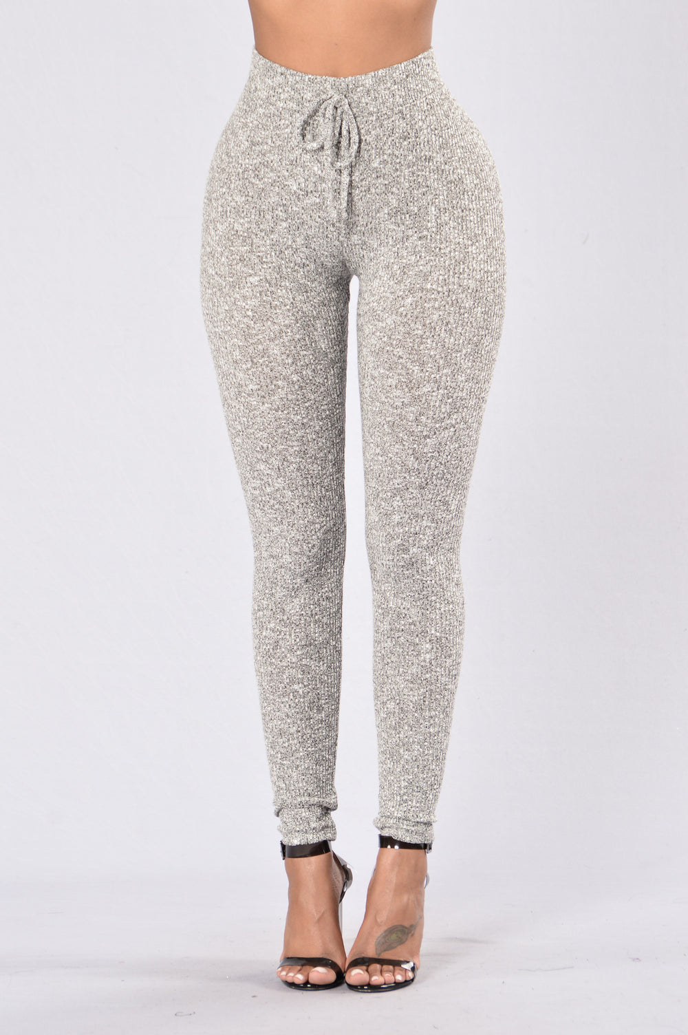 Old Navy has a collection of gray leggings that provides a stylish look and a comfortable fit. Choose from gray leggings in a wide selection of fabulous styles and colors.