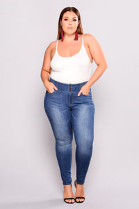 Tammie Booty Shaping Jeans - Medium