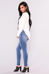 Eveline Basic Long Sleeve Tee - White