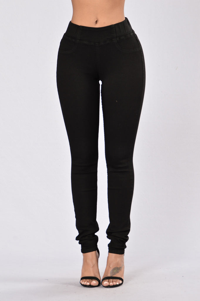 Right Above it Jegging - Black