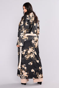 Beauty Marked Robe - Black Angle 9