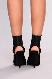 Peepin You Heel - Black