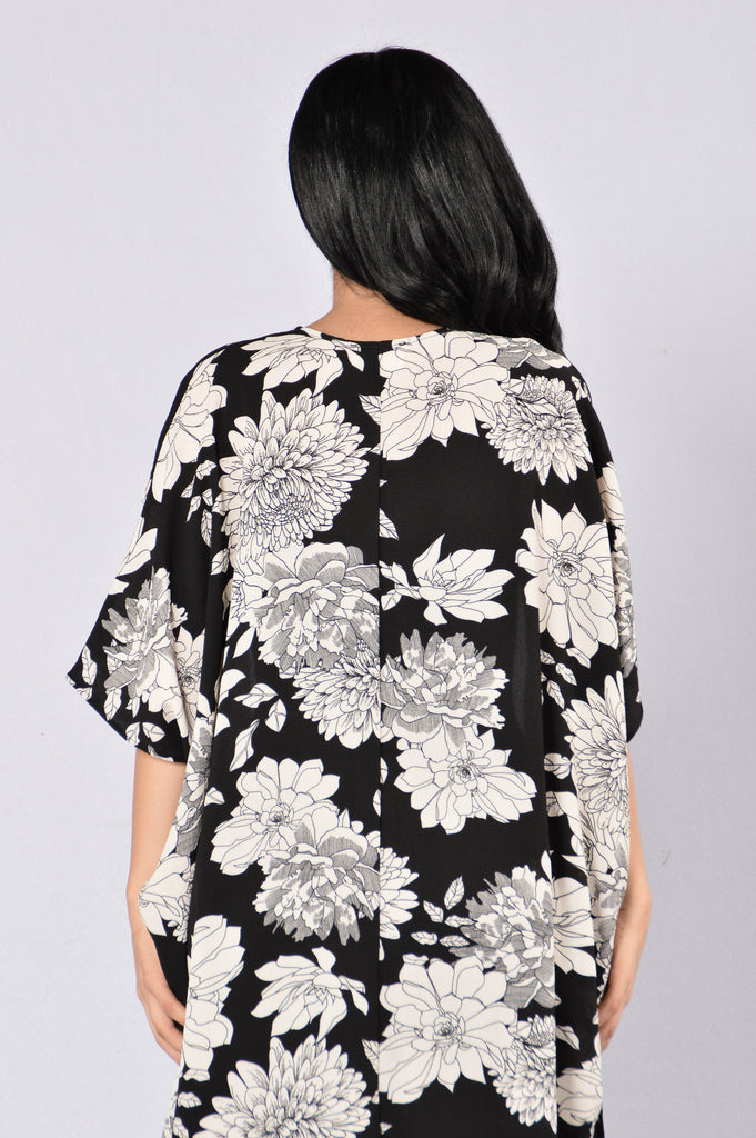 Take It Away Kimono - Black