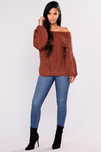 Laura Off The Shoulder Sweater -Red Bean