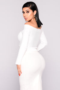 Cheyanne Off Shoulder Sweater - White