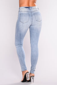 Belong To You Ankle Jeans - Light Blue Wash