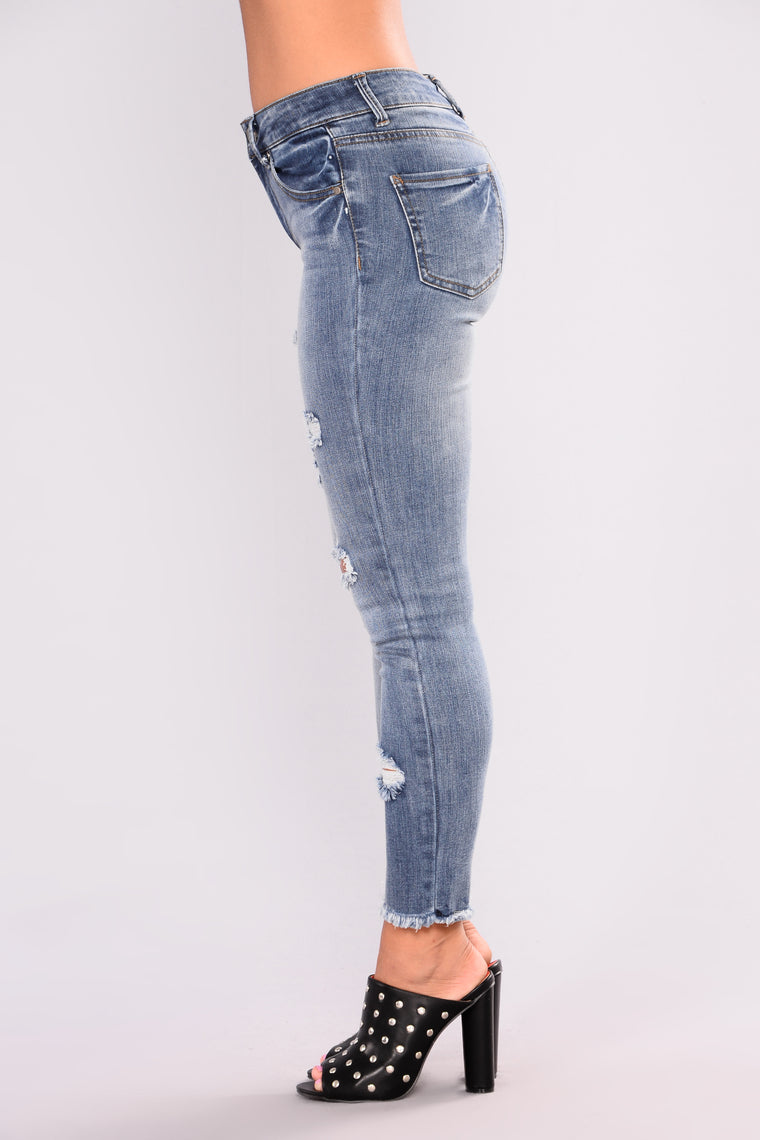 Show Me The Money Ankle Jeans - Medium Blue Wash