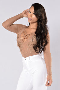 Downtown Girl Bodysuit - Mocha