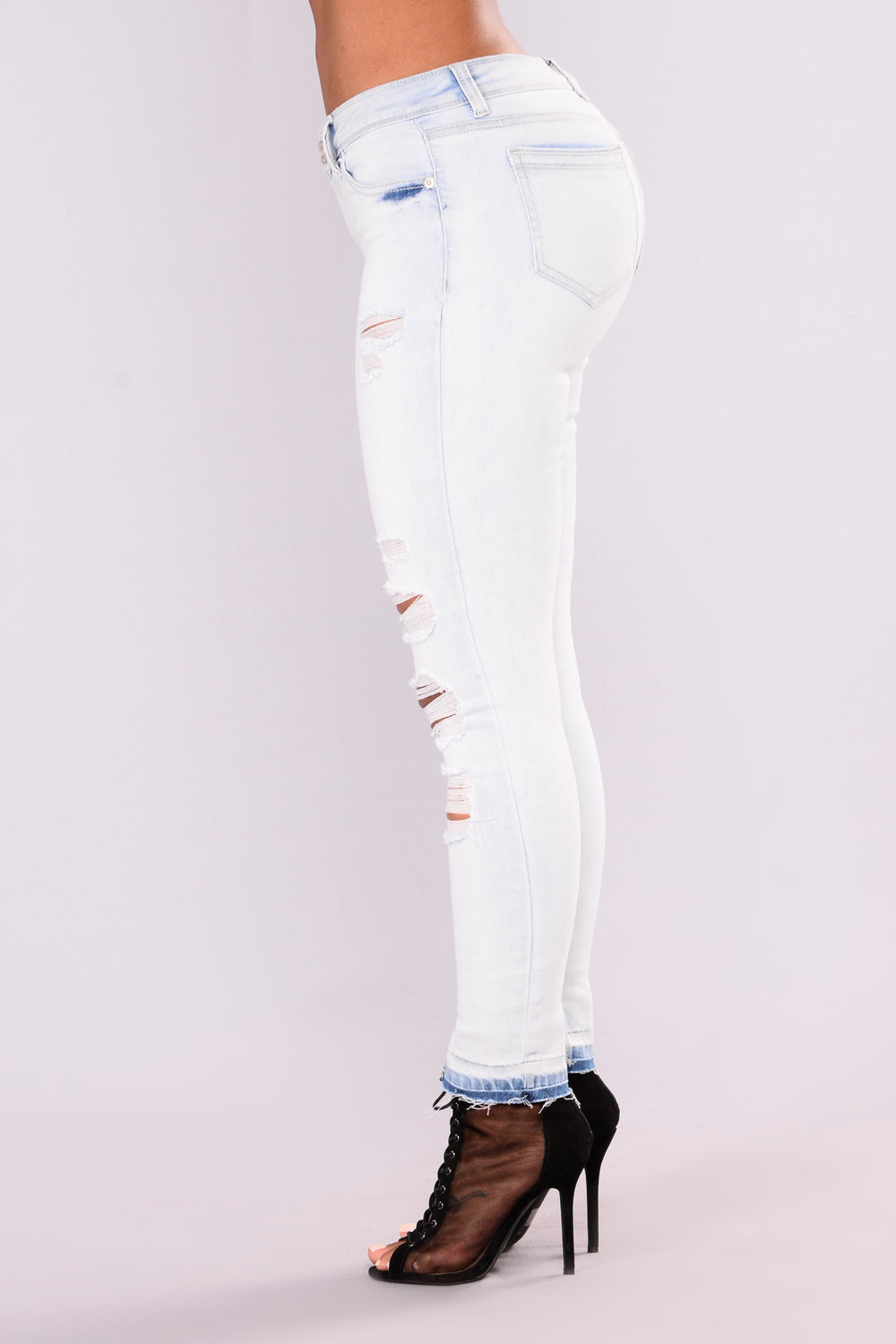 Up Against The Wall Ankle Jeans - Light Blue Wash