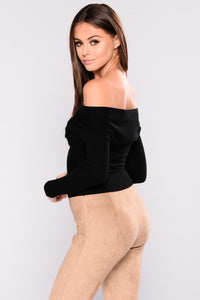 Rizzo Off Shoulder Sweater - Black