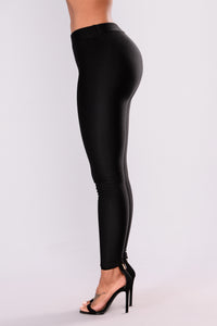 Sleek Fleece Lined Leggings - Black Angle 3