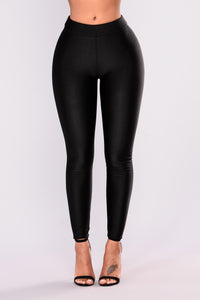Sleek Fleece Lined Leggings - Black Angle 2