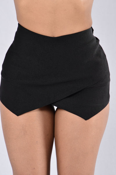 Pass The Mission Skirt - Black