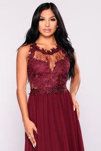 Peruse Lace Dress - Wine
