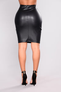 Agnesa Faux Leather Skirt - Black