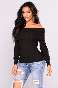 Helsey Off Shoulder Sweater - Black