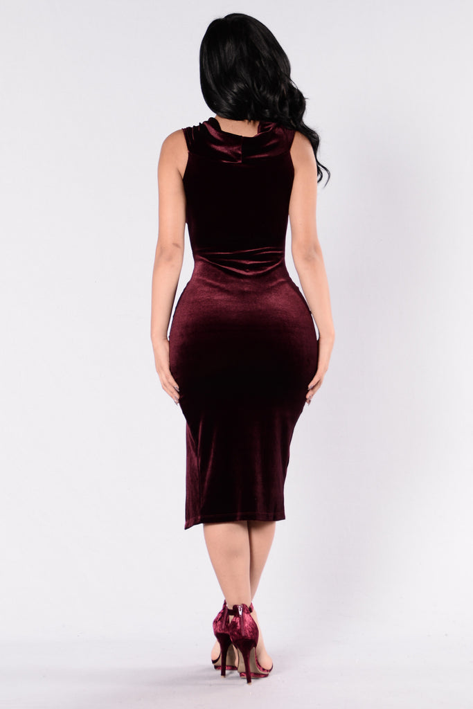Velvet Kiss Dress - Plum