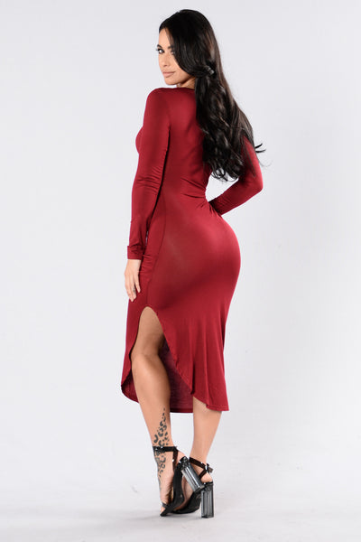 Stay Close Dress - Burgundy