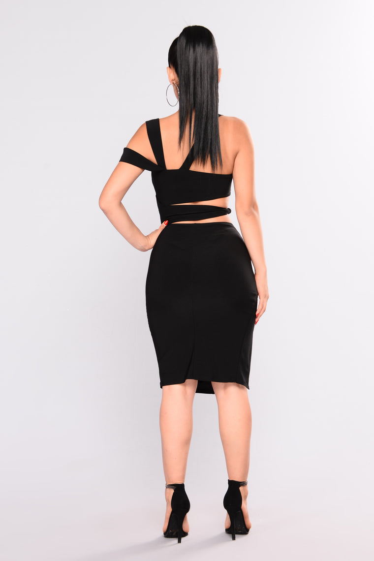 Cut It Out Midi Dress - Black