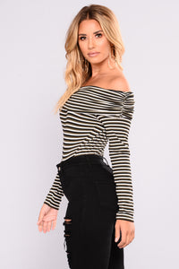 Annalien Off Shoulder Striped Top - Black Combo