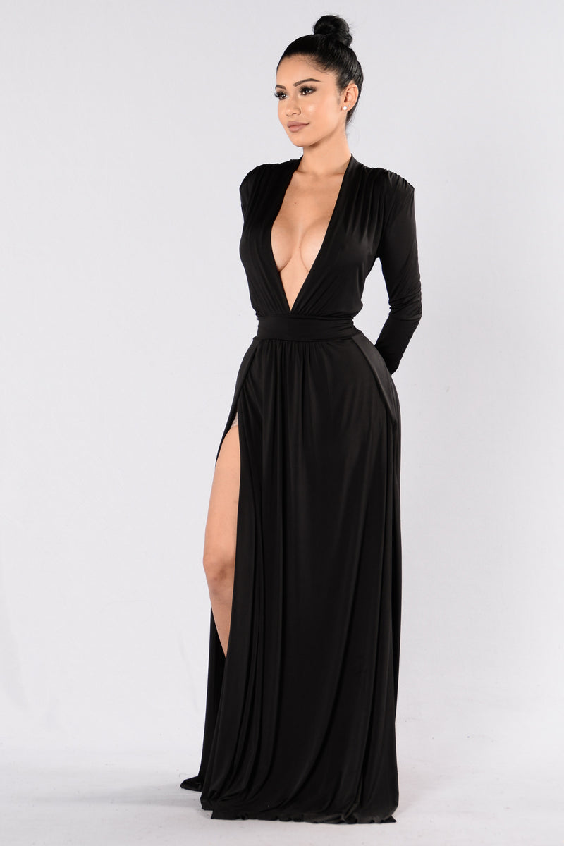 Long Black Dresses with Sleeves